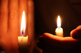 Hand_holding_candle-other